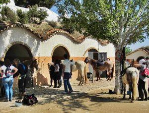 viajes-familias-monoparentales-ofertas-aventura-caballo-guadix-verano